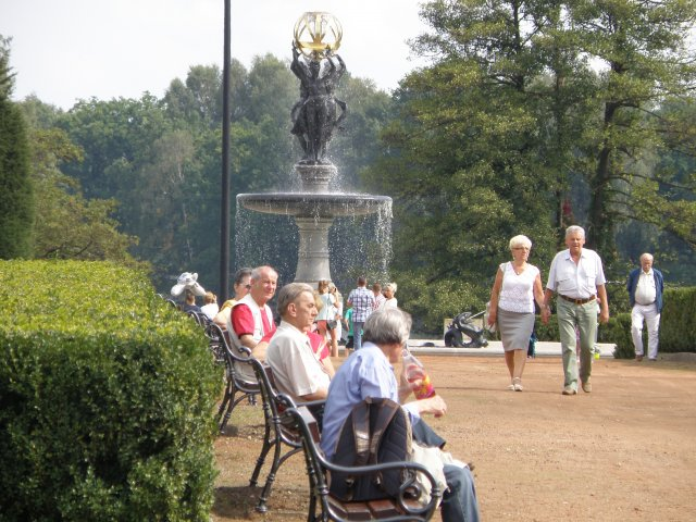 Rzeźby Emmanuela Fremieta i fontanna